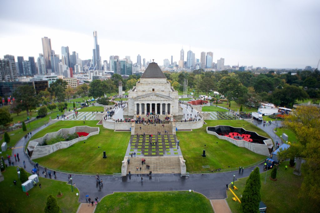 Shrine of Rememberance with Melbourne skyline in the background